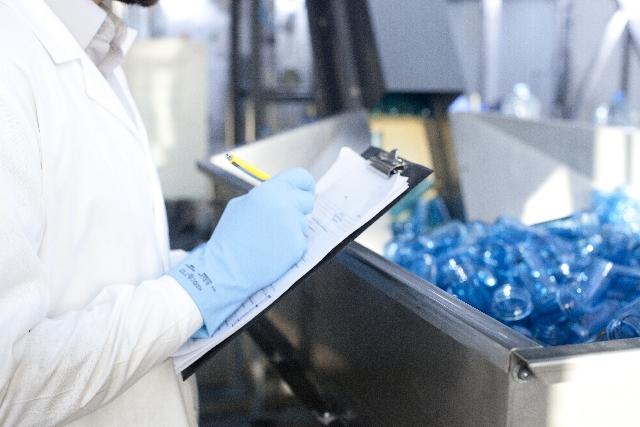 プラスチック部品の検査業務